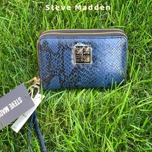 New with tag Steve Madden Megan Double Zip Wallet